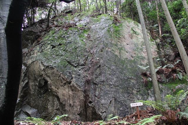 明智戻り岩