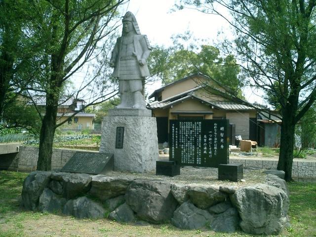 坂本城の光秀像