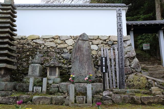 西教寺にある明智光秀一族の墓