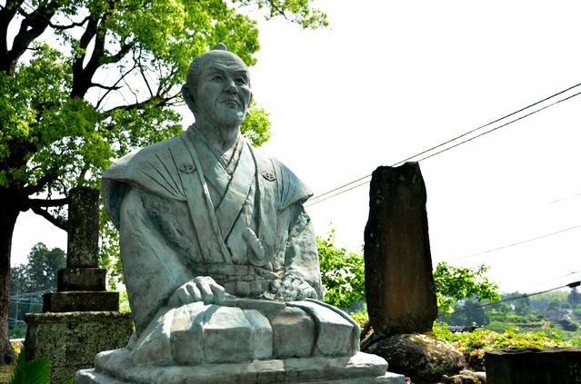 鼎春園(熊本県上益城郡御船町)にある宮部鼎蔵の像