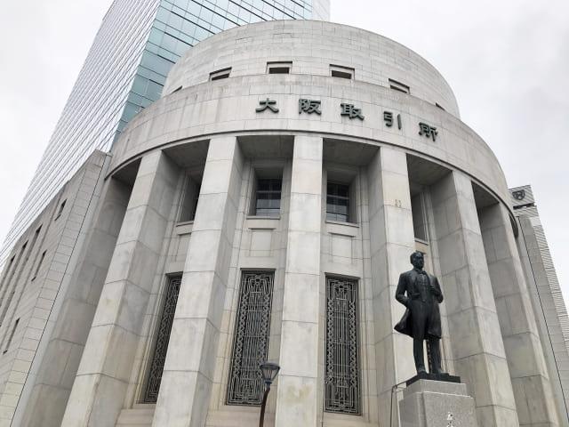 大阪取引所(大阪府大阪市中央区北浜一丁目)と五代友厚銅像