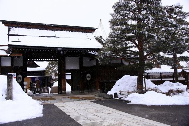江戸時代、城の代わりに置かれた藩庁を何と呼ぶ?