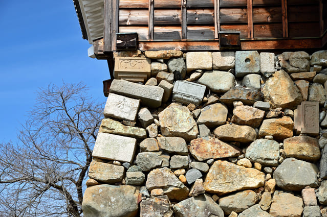 福知山城の石垣。転用石が使われている。
