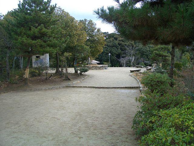 船岡山の山頂(船岡山城跡。出所:<a href=