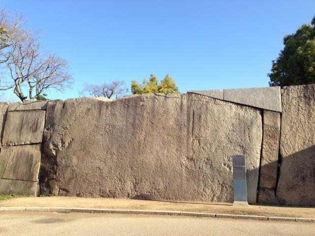 大阪城桜門にある重さ130トンの巨石とは?