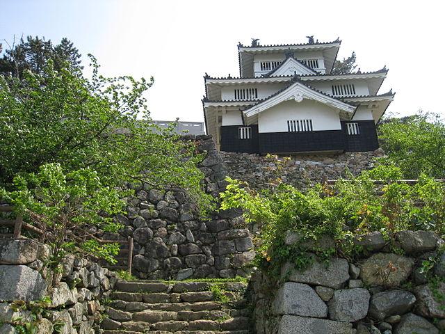 吉田城の模擬鉄櫓(愛知県豊橋市今橋町)