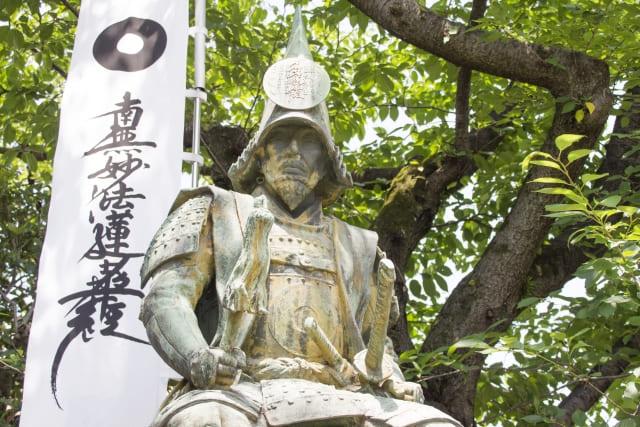 名古屋市中村区の妙行寺内にある加藤清正の像