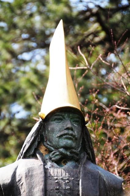 金沢城公園にある前田利家像