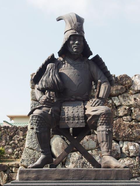 岐阜県垂井町にある竹中半兵衛の銅像