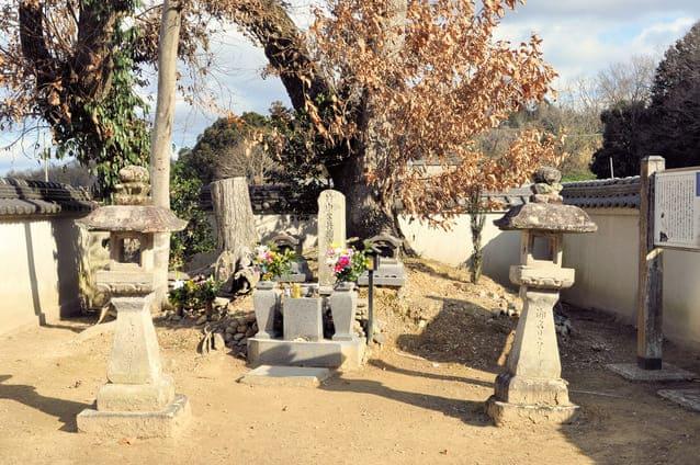 兵庫県三木市平井にある竹中半兵衛の墓
