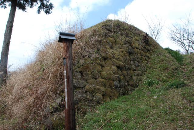 里見氏の本拠・佐貫城の大手門跡にある石垣