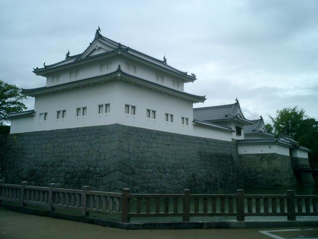 駿府城跡の巽櫓と東御門(復元)