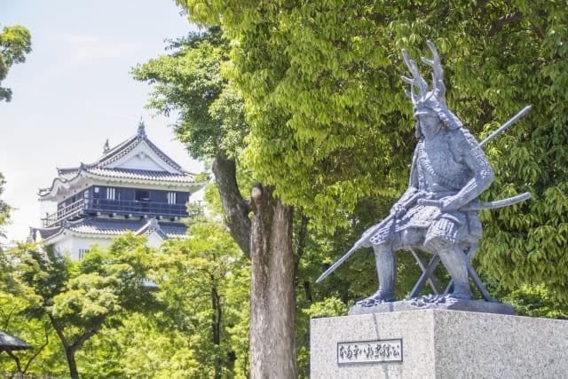 岡崎城の二の丸にある本多忠勝の銅像