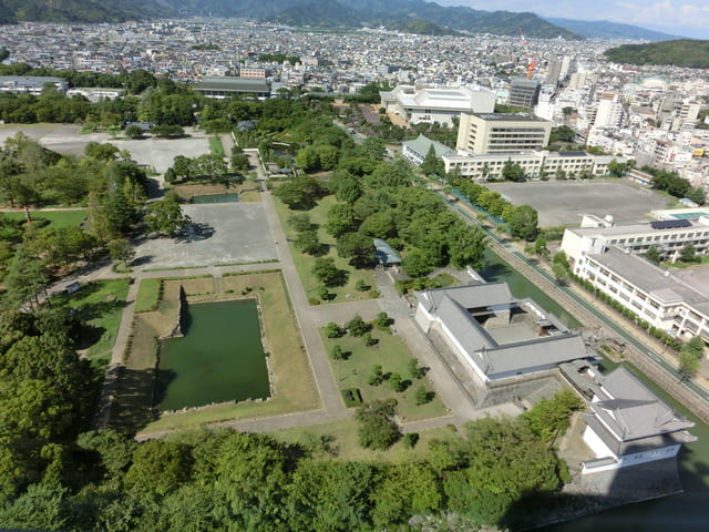 岡崎城(明治時代に破却される前の古写真)