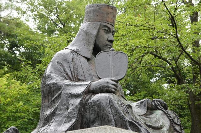 栃尾城跡の麓・秋葉公園にある上杉謙信の座像