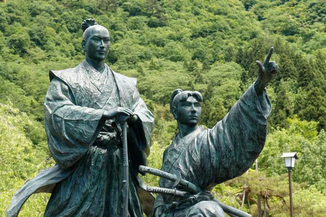 新潟県南魚沼市の銭淵公園にある「喜平次と与六」像