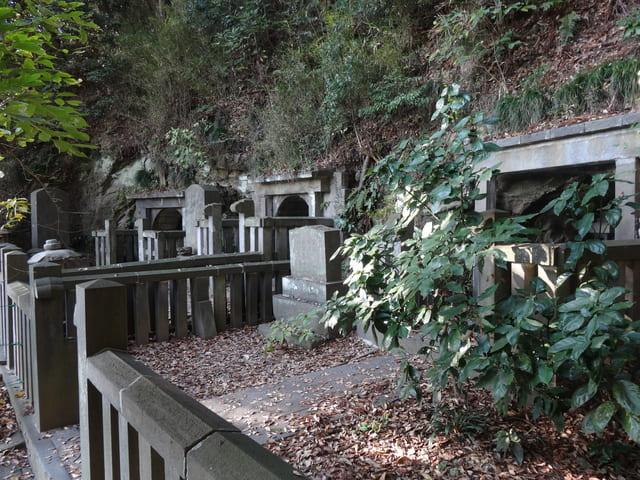 大江広元と毛利季光の墓(神奈川県鎌倉市西御門)