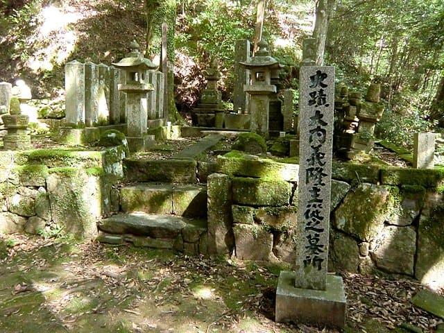 大寧寺(山口県長門市)にある大内義隆主従の墓所