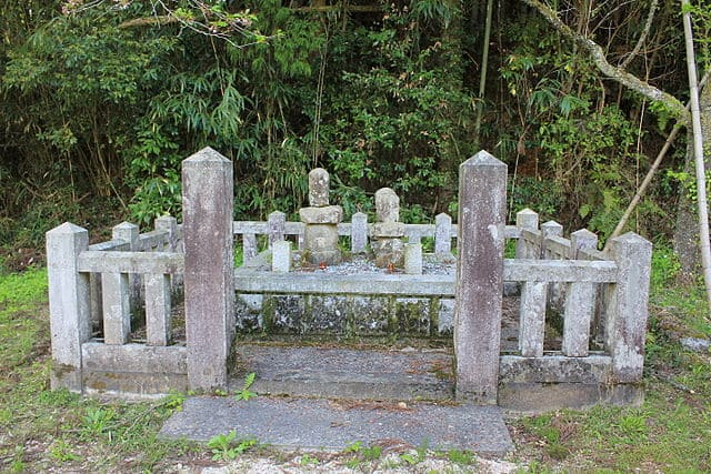 新宮党館敷地内にある、尼子国久・誠久・敬久らの墓