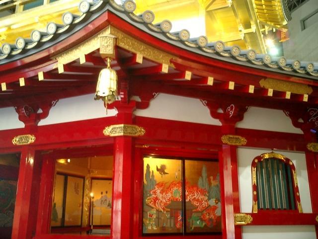 信長の安土城には寺があるが、何が祀られている?