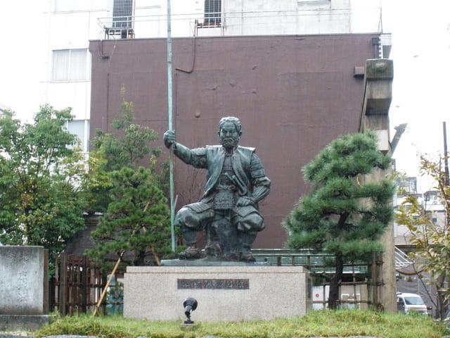 北ノ庄城跡(福井県福井市)にある柴田勝家像