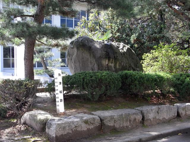 魚津城跡にある石碑