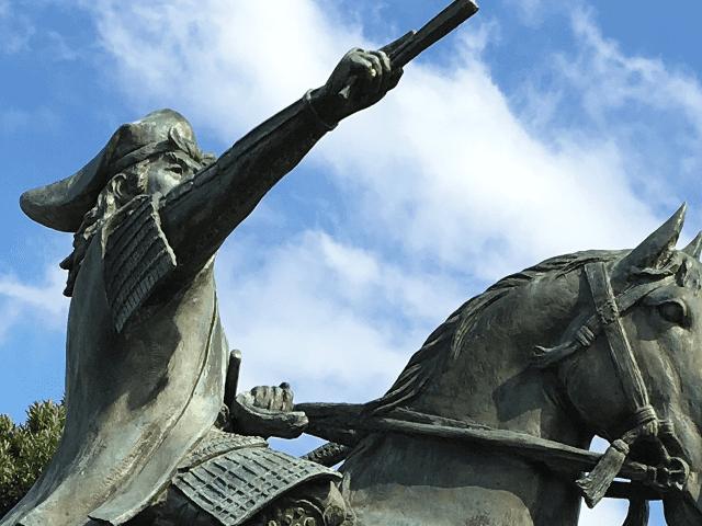 島根県安来市の三日月公園にある尼子経久の騎馬像