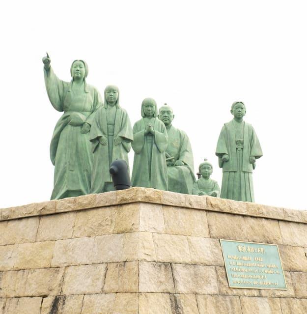 浅井長政とお市ファミリー像(滋賀県長浜市内保町)