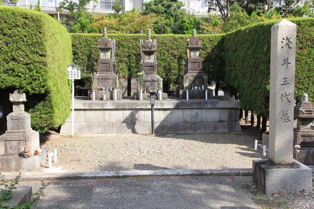 浅井三代の墓(滋賀県長浜市の徳勝寺)