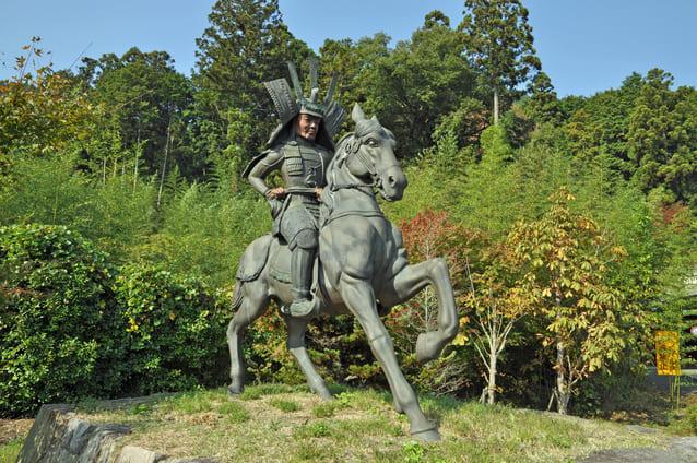 観音寺城跡にある六角定頼の騎馬像