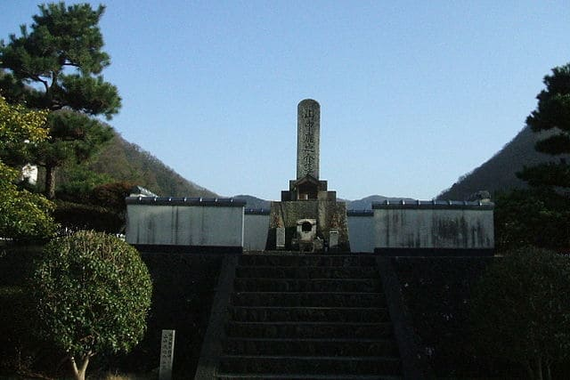 山中鹿介の最期の地「阿井の渡し」にある鹿助の墓所
