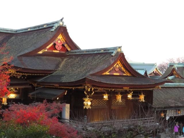 国宝指定・北野天満宮の本殿。屋根はすべて檜皮葺