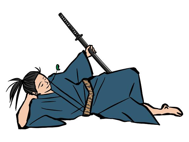 日本刀をもって横たわる武士