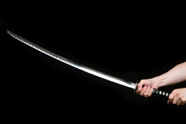刀を構える写真