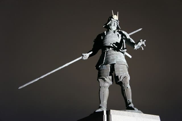 長宗我部元親の初陣の像(高知県高知市長浜)