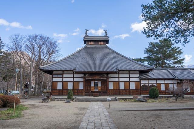 松代藩真田家の菩提寺である長国寺。ここに真田幸村・大助父子の供養塔も。