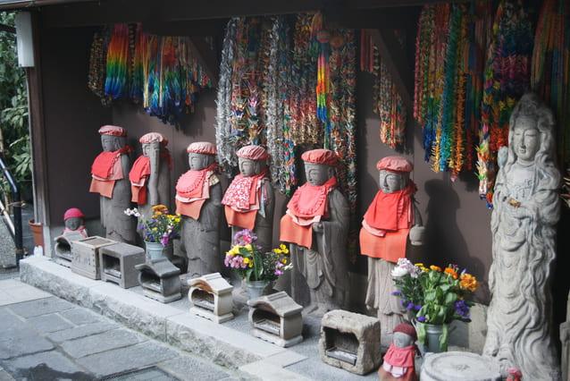 神奈川県横浜市にある弘明寺の六地蔵