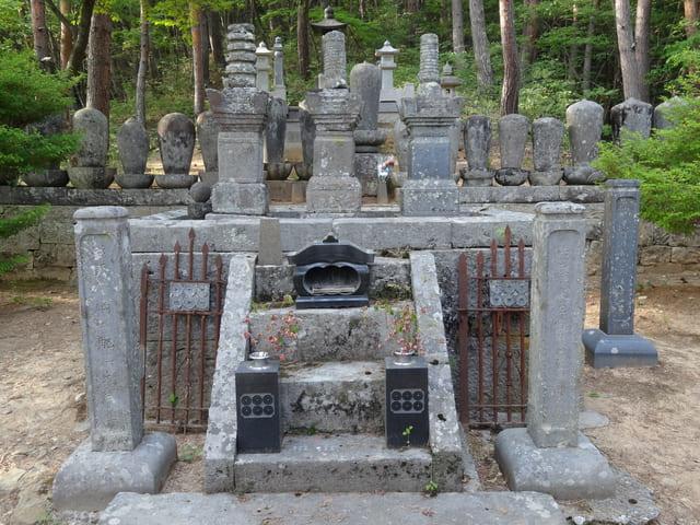 信綱寺にある真田信綱・昌輝兄弟の墓