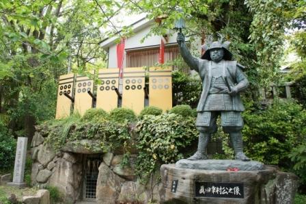 大坂の陣で戦った真田幸村の甲冑の色は何色?